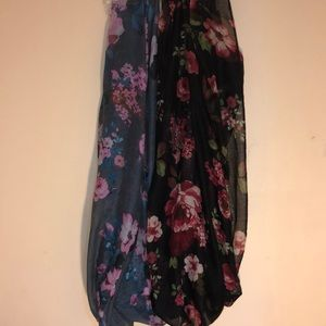 Accessories - Bundle of floral pattern infinity scarves
